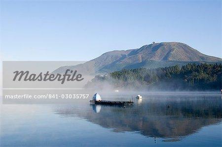 Misty mountain, lac Ashi (Ashiko), Hakone, la préfecture de Kanagawa, Japon, Asie