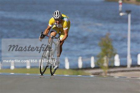 Cycliste sur la course de vélo
