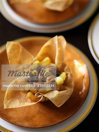 Rhum Raisin pomme pâte Phyllo noyer tasses de sucre et de cannelle