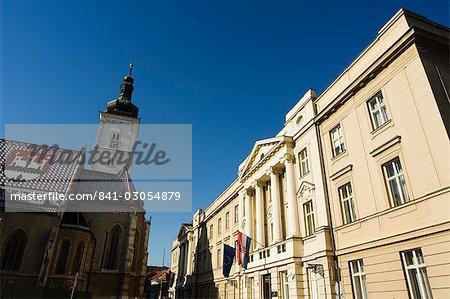 Médiévale vieille ville de Gradec, église de Saint-Marc et Sabor datant de 1908, le bâtiment de l'Assemblée nationale de la Croatie, Zagreb, Croatie, Europe