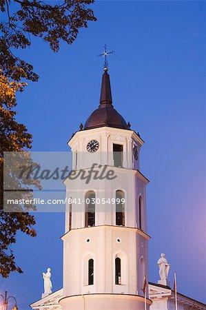 Cathédrale de clocher datant du 13e siècle, la vieille ville, patrimoine mondial de l'UNESCO, Vilnius, Lituanie, pays baltes, Europe