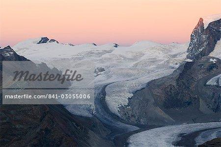 Monte-Rosa-Gletscher in der Abenddämmerung, Alpine Resort Zermatt, Wallis, Schweiz, Europa