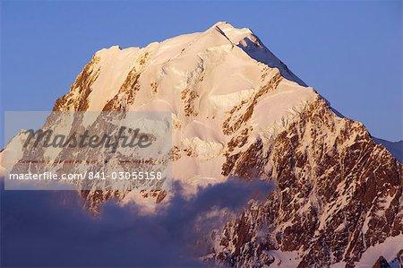 Coucher de soleil sur la Face ouest de Aoraki (mont Cook), 3755m, le plus haut sommet de Nouvelle-Zélande, Te Wahipounamu patrimoine mondial UNESCO, Aoraki (mont Cook) National Park, Alpes du Sud, Mackenzie Country, île du Sud, Nouvelle-Zélande, Pacifique