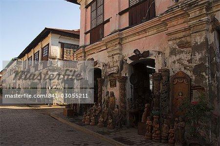 Boutique d'artisanat local en espagnol vieille ville, des maisons ancestrales et des demeures d'époque coloniale construites par les marchands chinois, patrimoine mondial de l'UNESCO, Vigan, Province d'Ilocos, Luzon, Philippines, Asie du sud-est, Asie