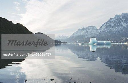 Icebergs dans le lac glaciaire, Torres del Paine, Chili, Amérique du Sud