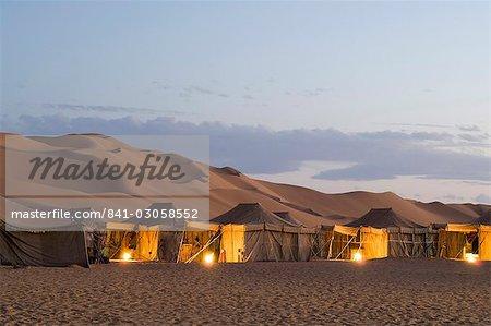 Tourist camp, Erg Awbari, Sahara desert, Fezzan (Libye), l'Afrique du Nord, Afrique
