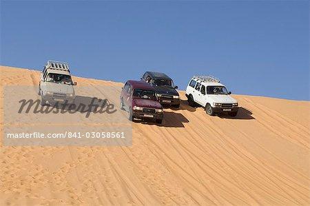 VUS sur les dunes de sable, Erg Awbari, Sahara desert, Fezzan (Libye), l'Afrique du Nord, Afrique