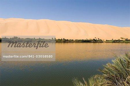 Gabroun lake, Erg Awbari, Sahara desert, Fezzan (Libye), l'Afrique du Nord, Afrique