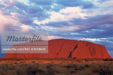 Uluru (Ayers Rock), Parc National d'Uluru-Kata Tjuta, Site du patrimoine mondial de l'UNESCO, territoire du Nord, Australie, Pacifique