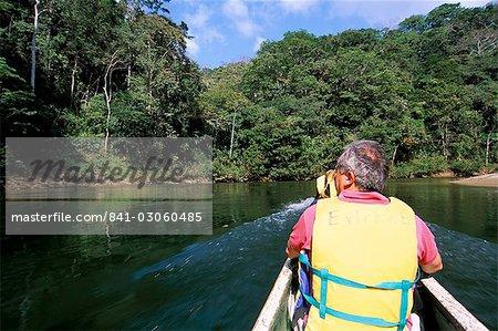 La rivière Chagres, Parc National de Soberania, Panama, l'Amérique centrale