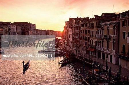 Le Grand Canal au coucher du soleil, Venise, UNESCO World Heritage Site, Veneto, Italie, Europe