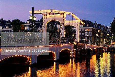 Magere Brug (pont maigre), Amsterdam, Pays-Bas (Hollande), Europe