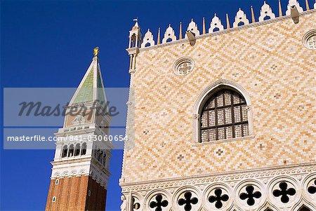 Campanile de San Marco (tour de la cloche de Saint-Marc) et le Palazzo Ducale (Palais Ducal), Venise, UNESCO World Heritage Site, Veneto, Italie, Europe