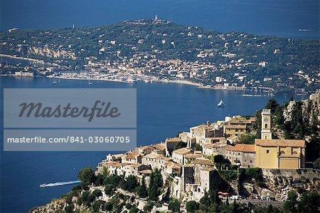 Village de Eze et Cap Ferrat en arrière-plan, Alpes-Maritimes, Côte d'Azur, Provence, Côte d'Azur, France, Méditerranée, Europe