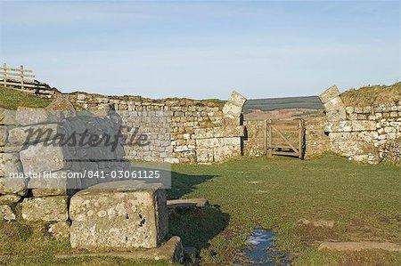 Milecastle 37, mit Resten der gewölbten Gateway führt auf der Nordseite zu einer steilen Rückgang, Roman Wall westlich lag, UNESCO Weltkulturerbe, Northumbria, England, Vereinigtes Königreich, Europa