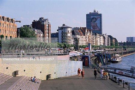 Vue sur le Rhin, le long de la rivière Rhin, Düsseldorf, Rhénanie du Nord Westphalie (Nordrhein-Westfalen), Allemagne, Europe