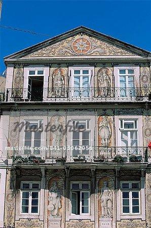 Façade d'un bâtiment décoré avec des azulejos, Bairro Alto, Lisbonne, Portugal, Europe