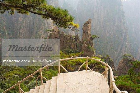 Sentier, vallée de Xihai (ouest de la mer), Mont Huangshan (Yellow Mountain), UNESCO World Heritage Site, Anhui Province, Chine, Asie