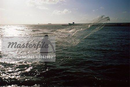 Pêcheur casting net, Cuba, Antilles, Amérique centrale