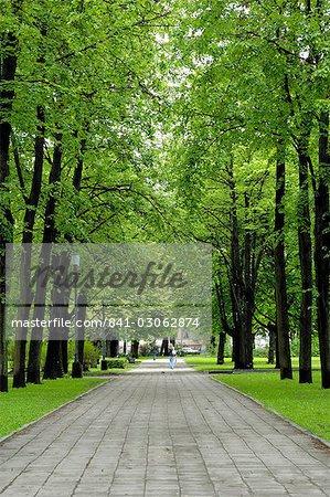 Parc de l'Esplanade, vert près de la cathédrale orthodoxe russe, Riga, Lettonie, pays baltes, l'Europe