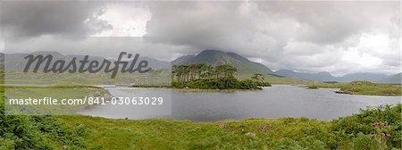Derryclare Lough, Connemara, County Galway, Connnacht, Republic of Ireland, Europe