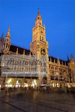 Neues Rathaus (nouvelle mairie), dans la nuit, Marienplatz à Munich, en Bavière (Bayern), Allemagne, Europe