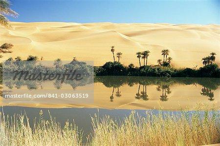 Oum el Ma Lake, Mandara Valley, Southwest Desert, Libya, North Africa, Africa