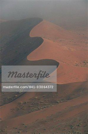 Dunes de sable rouge, jusqu'à 300 m, Sossusvlei, désert de Namib-Naukluft Park, Namibie, Afrique