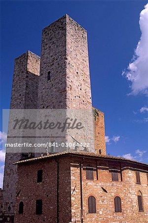 Tours jumelles de la famille Salvucci, San Gimignano delle belle Torri, une ville médiévale et patrimoine mondial de l'UNESCO, Toscane, Italie, Europe