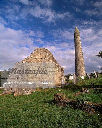 De St Declan Roman cathédrale datant du XIIe siècle et la tour ronde 30 m de haut, Ardmore, Munster, comté de Waterford, Irlande, Europe