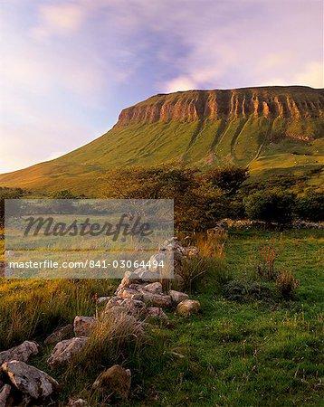 Characteristic shape of Benbulben at sunset, approximately 500m, near Sligo, County Sligo, Connacht, Republic of Ireland, Europe
