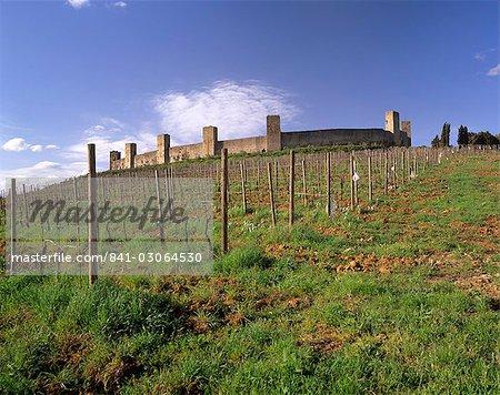 Monteriggioni, une ville médiévale fortifiée avec 14 tours, fondée en 1203, près de Sienne et cité par Dante dans son enfer, la Toscane, l'Italie, l'Europe
