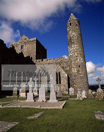 Tour ronde datant du XIIe siècle et XIIIe siècle cathédrale, Rock of Cashel, comté de Tipperary, Munster, République d'Irlande (Eire), Europe