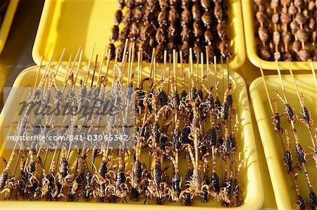 Aliments étranges à vendre à Wangfujing Snak Road, Wangfujing Dajie shopping district, Beijing, Chine, Asie