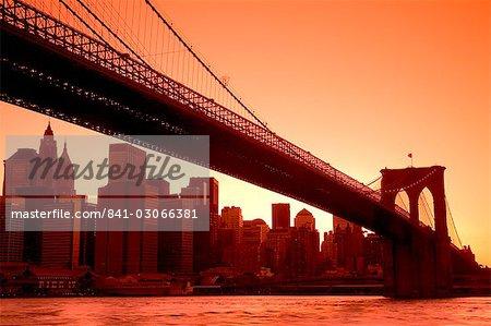 Brooklyn Bridge et bas Manhattan Skyline vu de Empire Fulton Ferry State Park, Brooklyn, New York City, New York, États-Unis d'Amérique, Amérique du Nord