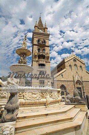 Fontaine d'Orione, tour de l'horloge et le Duomo, Messine, Sicile, Italie, Europe