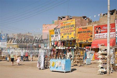 Boutiques pour touristes, près de Temple de Karnak, Karnak, Luxor, Thèbes, Maghreb, Afrique