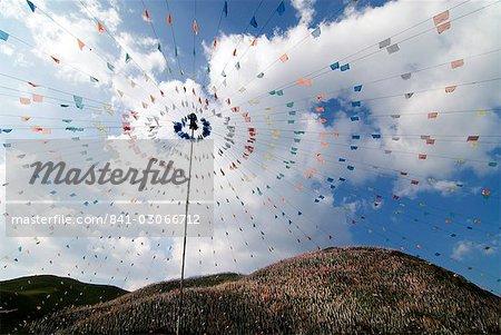 Des milliers de prière drapeaux, prairies de Tagong, Sichuan, Chine, Asie