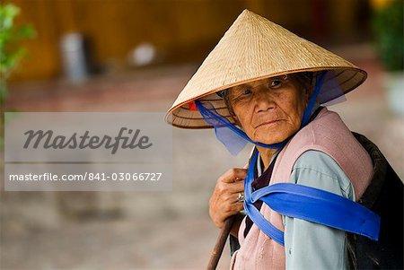 Naxi woman, Lijiang old town, UNESCO World Heritage Site, Yunnan, China, Asia