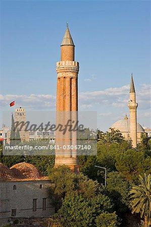 Tour de l'horloge (Saat Kulesi), Yivli Minare (Minaret Cannelé) et Tekeli Memet Pasa la mosquée dans le quartier historique de Kaleici, Antalya, Anatolie, Turquie, Asie mineure, Eurasie