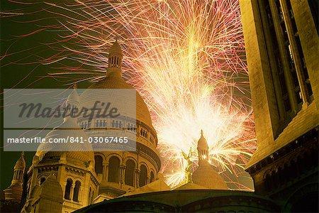Feux d'artifice sur le Sacré Coeur, Montmartre, Paris, France, Europe