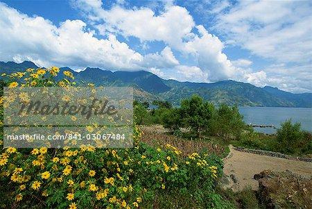 À la recherche de San Pedro La Laguna vers le lac Atitlan, au Guatemala, l'Amérique centrale