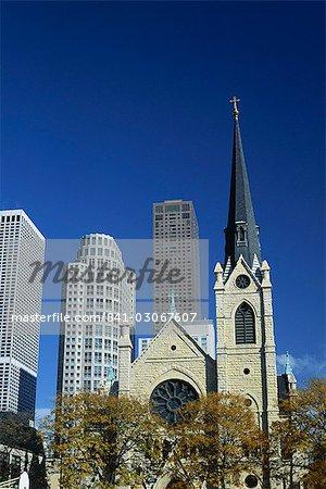 Sainte cathédrale chrétienne de nom et de tours de près au nord du centre ville, Chicago, Illinois, États-Unis d'Amérique (USA), Amérique du Nord