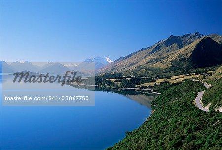 Regardant NNO vers l'extrémité nord du lac Wakatipu Glenorchy et Mt Earnslaw au-delà, Otago Ouest, île du Sud, Nouvelle-Zélande, Pacifique