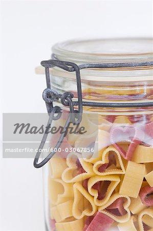 Herzförmige Pasta in Glas