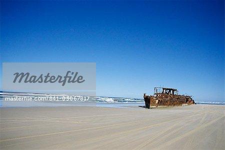 Épave de bateau sur la plage, Fraser Island, Queensland, Australie, Pacifique