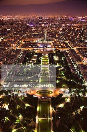 Champ de Mars dans la nuit, Paris, France