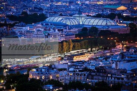 Grand Palais pendant la nuit, Paris, France