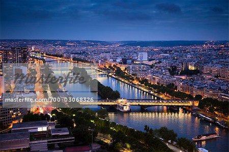 Bords de Seine dans la nuit, Paris, France