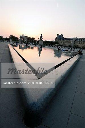 Fontaine de la pyramide du Louvre, Paris, France